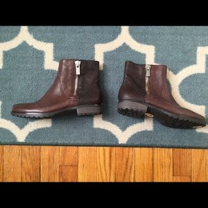 NWT Earthies booties 7 brown leather snake
